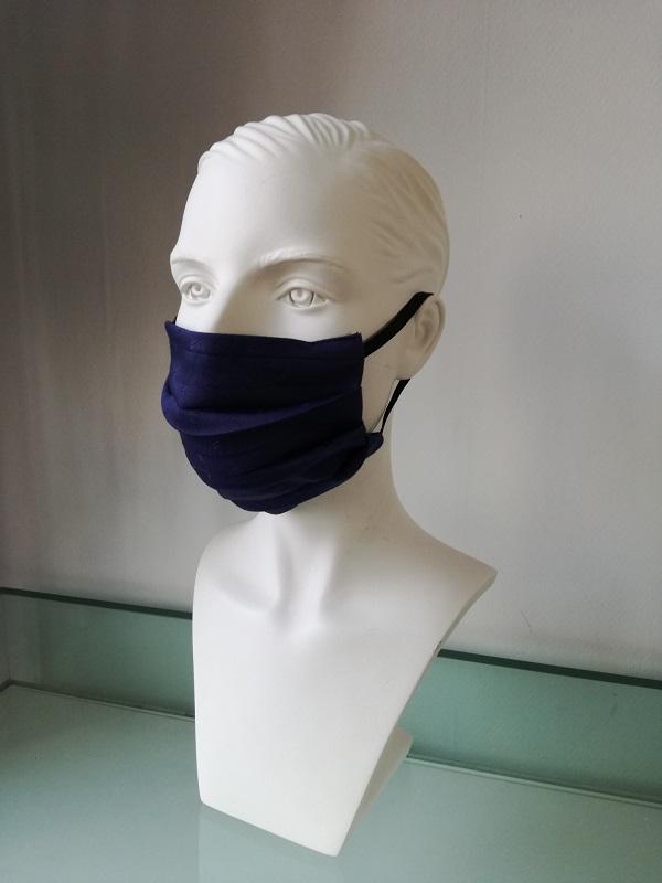 Mondkapje donkerblauw verkrijbaar bij Mooihoofd voor chemo mutsjes en cosmetica