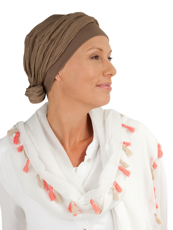 Een voorbeeld van een Top met sjaal eraan vast.